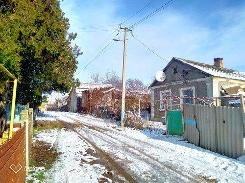 Тает снег на солнце .