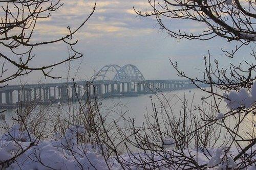 Крымский мост зимой.