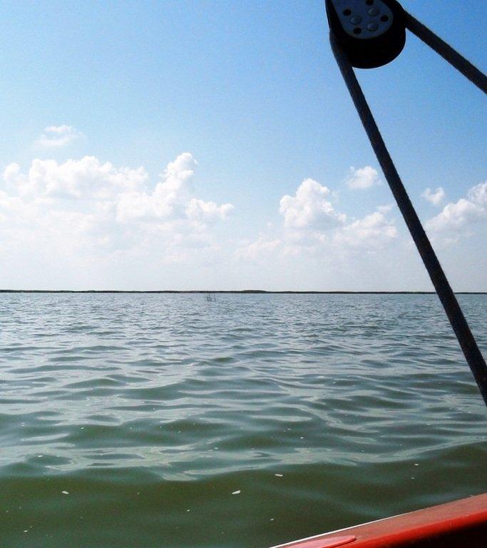 В море, на яхте, у Ачуевской косы, август...002. 011