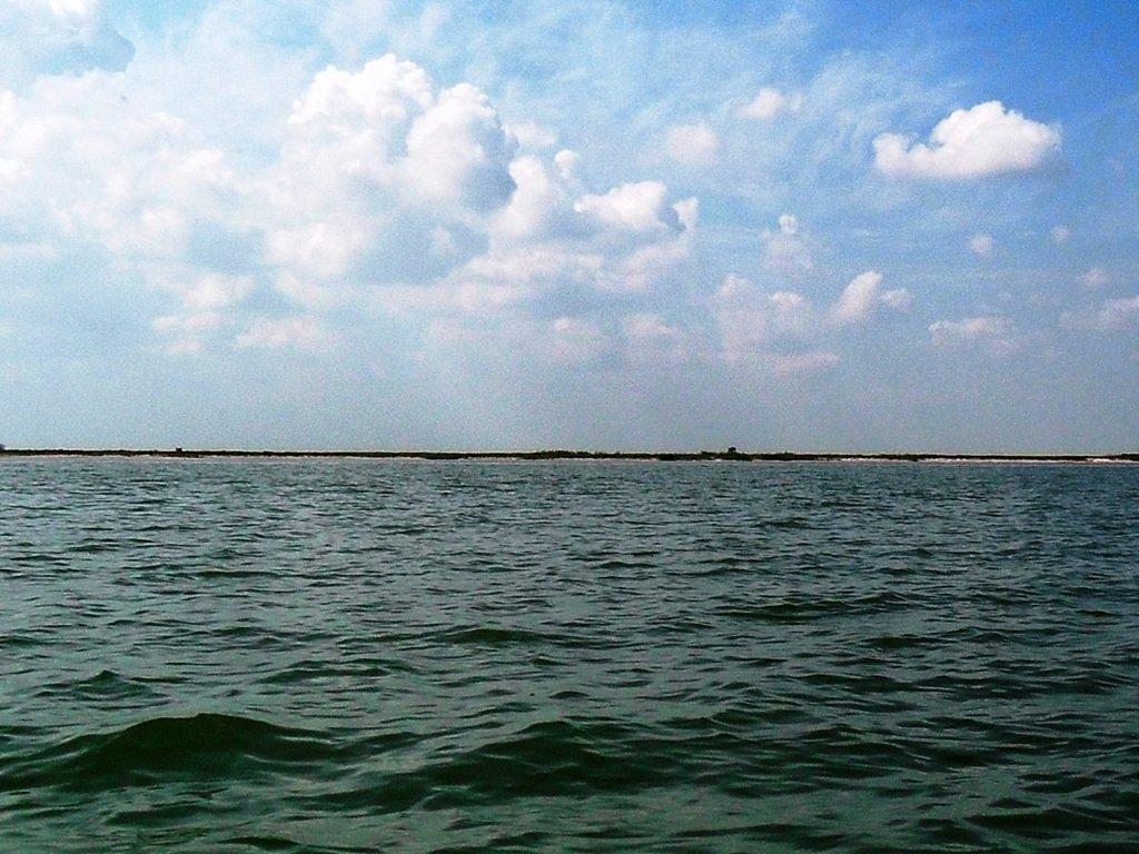 В море, на яхте, у Ачуевской косы, август...002. 002
