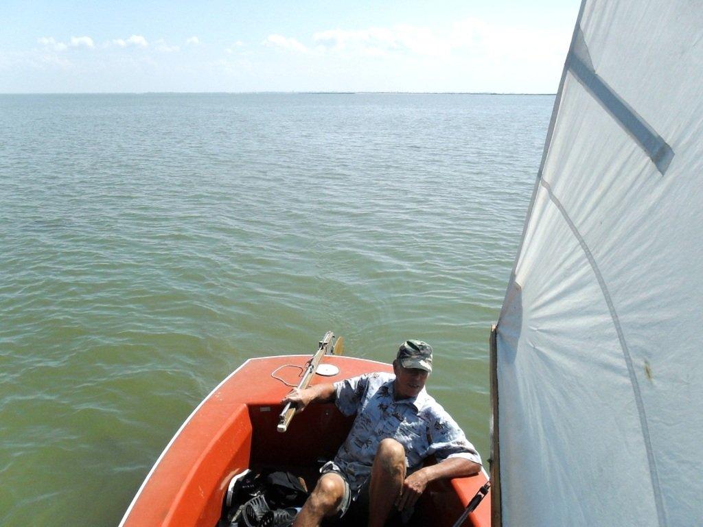 У Ачуевской косы, в яхтенном походе, август, с парусом... 003. 008