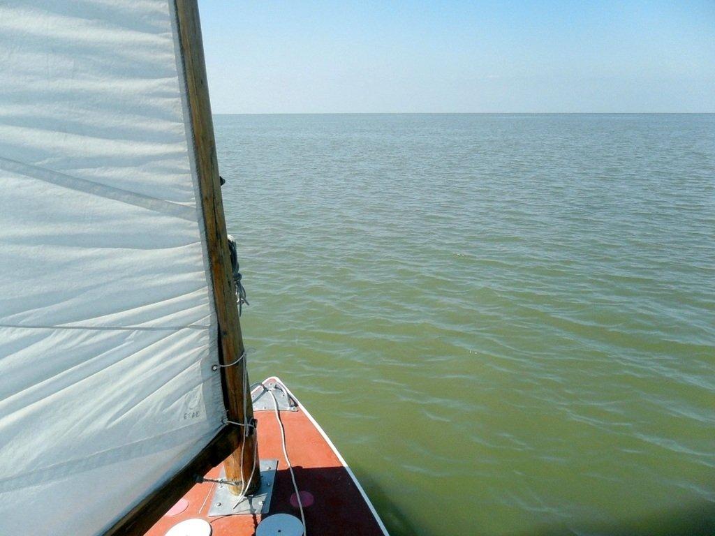 У Ачуевской косы, в яхтенном походе, август, с парусом... 003. 007