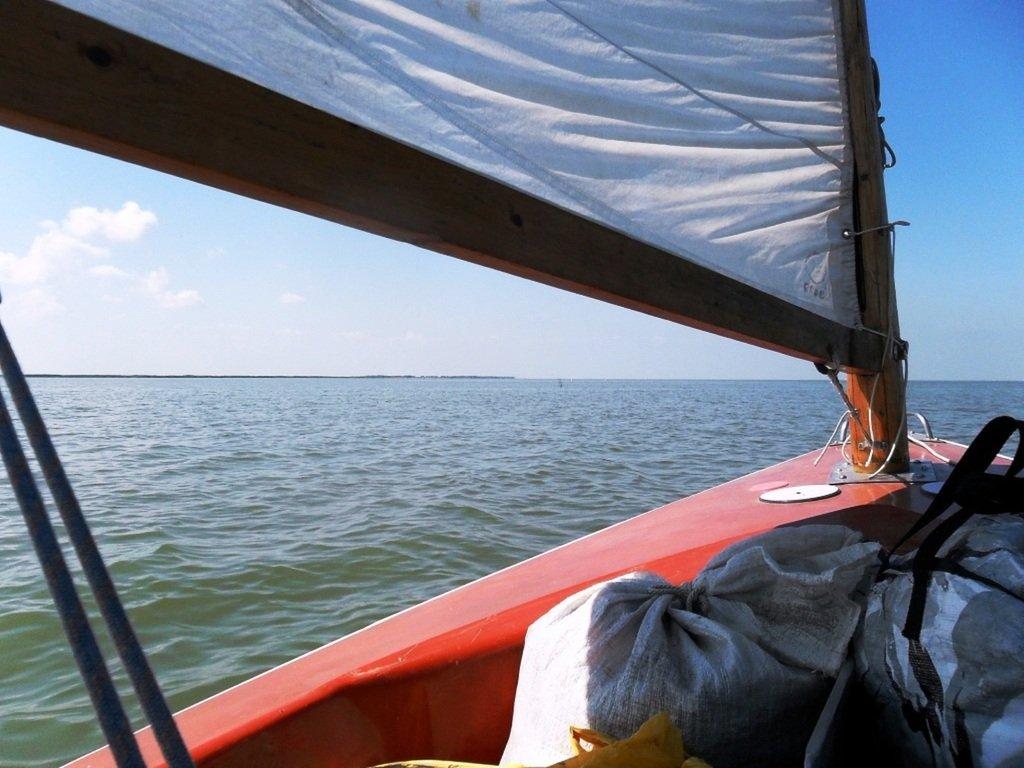 У Ачуевской косы, в яхтенном походе, август, с парусом... 003. 006