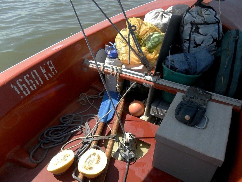 У Ачуевской косы, в яхтенном походе, август, с парусом... 003. 004