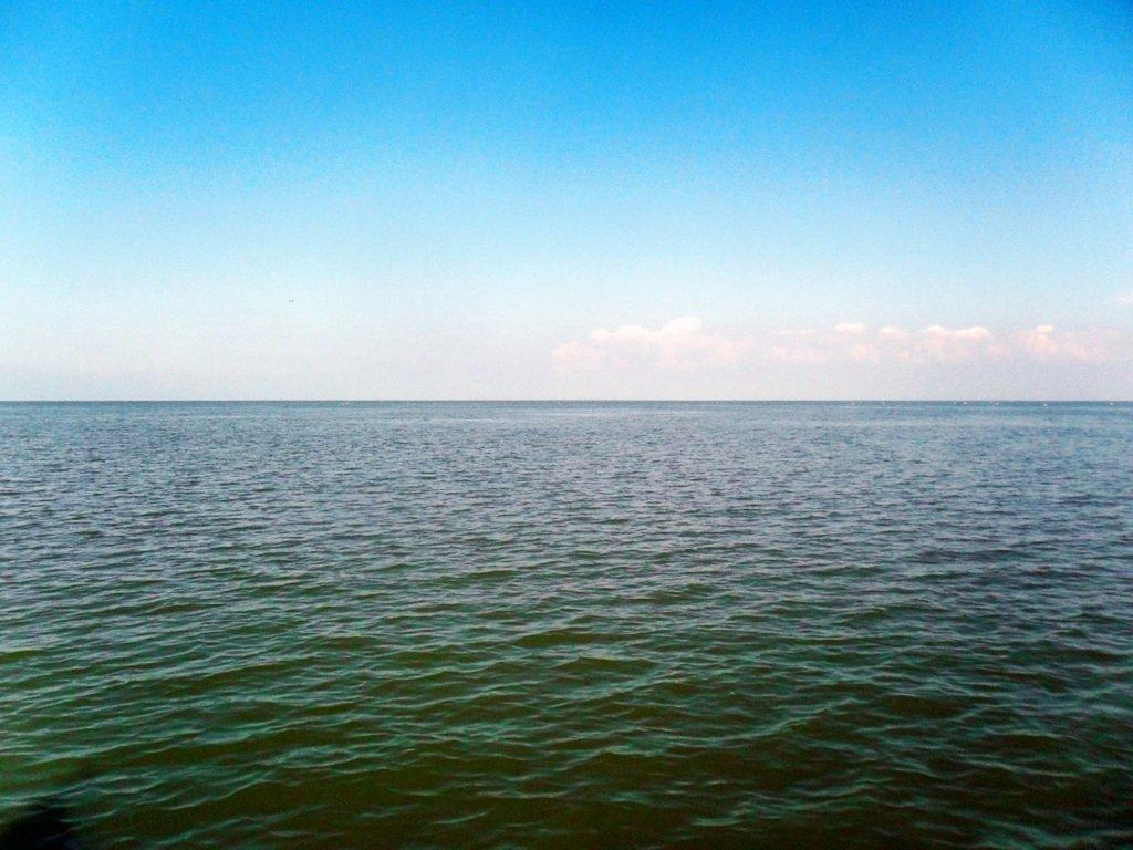 У Ачуевской косы, в яхтенном походе, август, с парусом... 003. 003