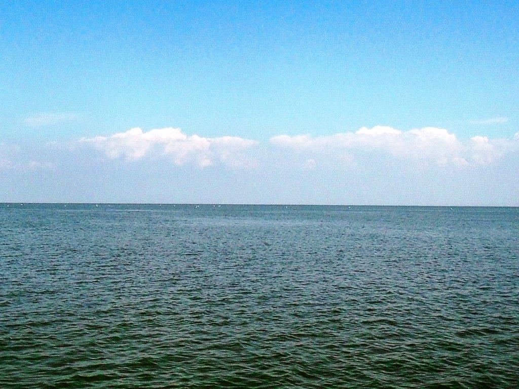 У Ачуевской косы, в яхтенном походе, август, с парусом... 003. 001
