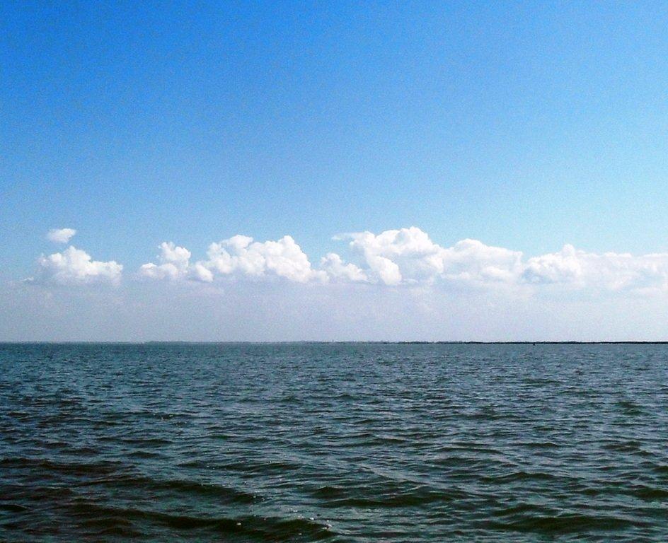 На яхте, в походе, август, море Азовское... 004. 006