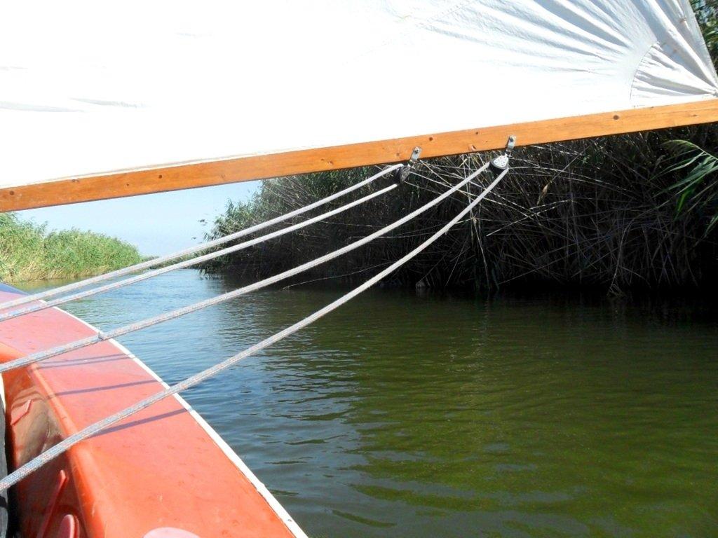 На яхте, с парусом, средь камышей, в каналах, Ачуевская коса... 011. 012