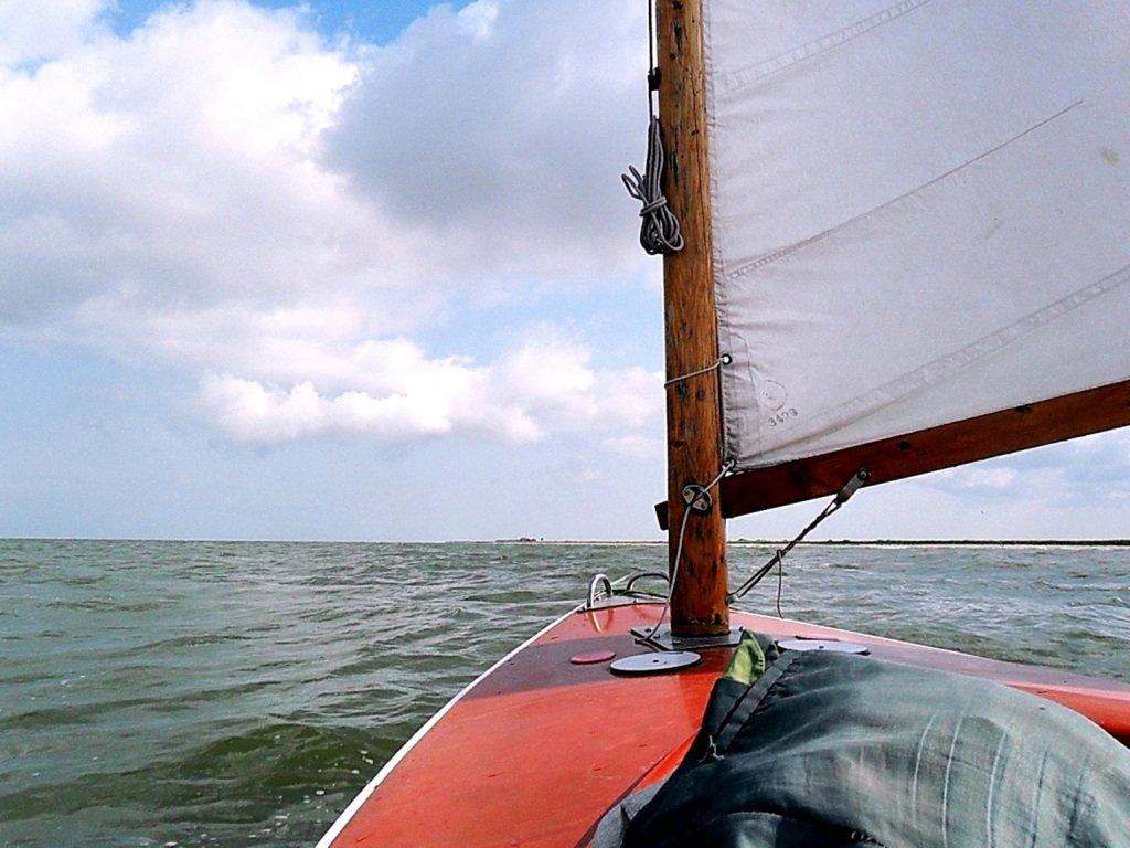 В море, при хорошем ветре, волнение, облачность... 018. 010