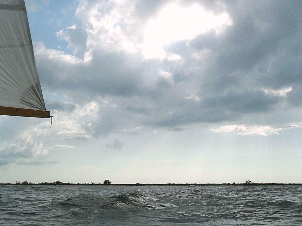 В море, при хорошем ветре, волнение, облачность... 018. 006