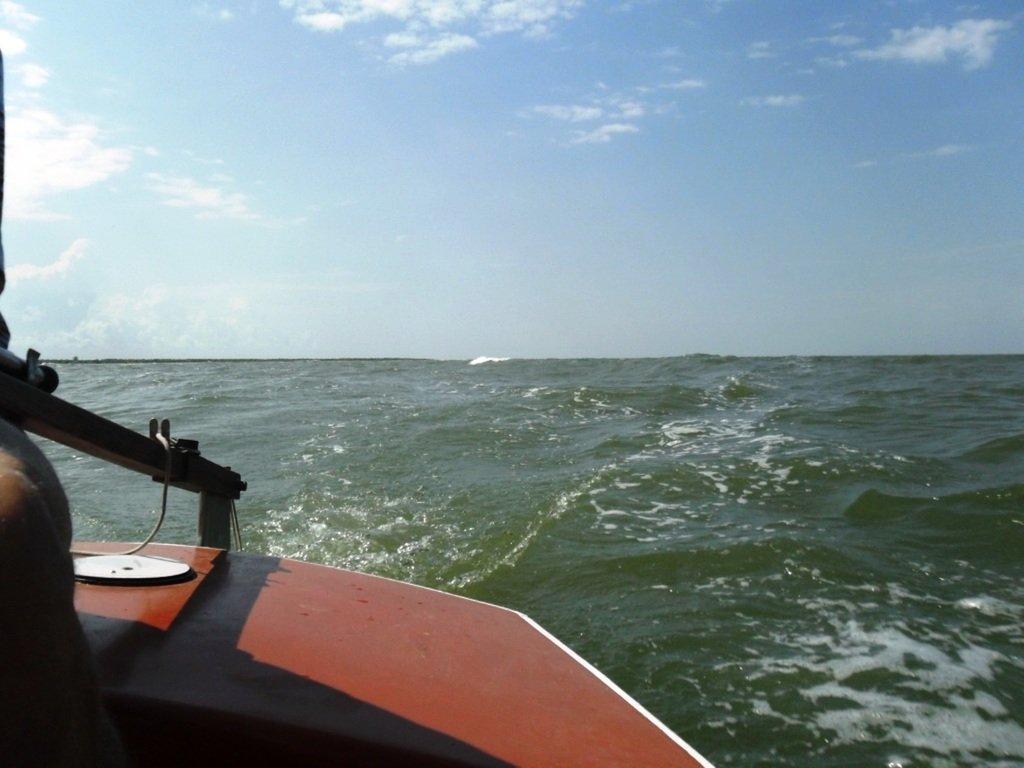 На яхте, в море, волна и ветер, с парусом... 020. 001