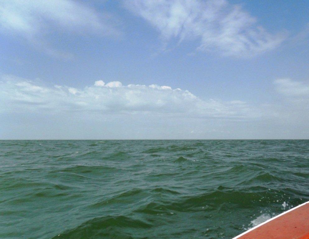 На яхте, в море, волна и ветер, с парусом... 020. 006