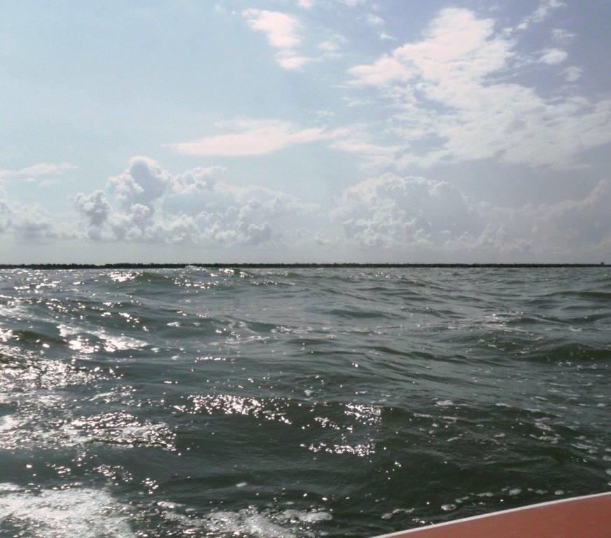 На яхте, в море, волна и ветер, с парусом... 020. 002