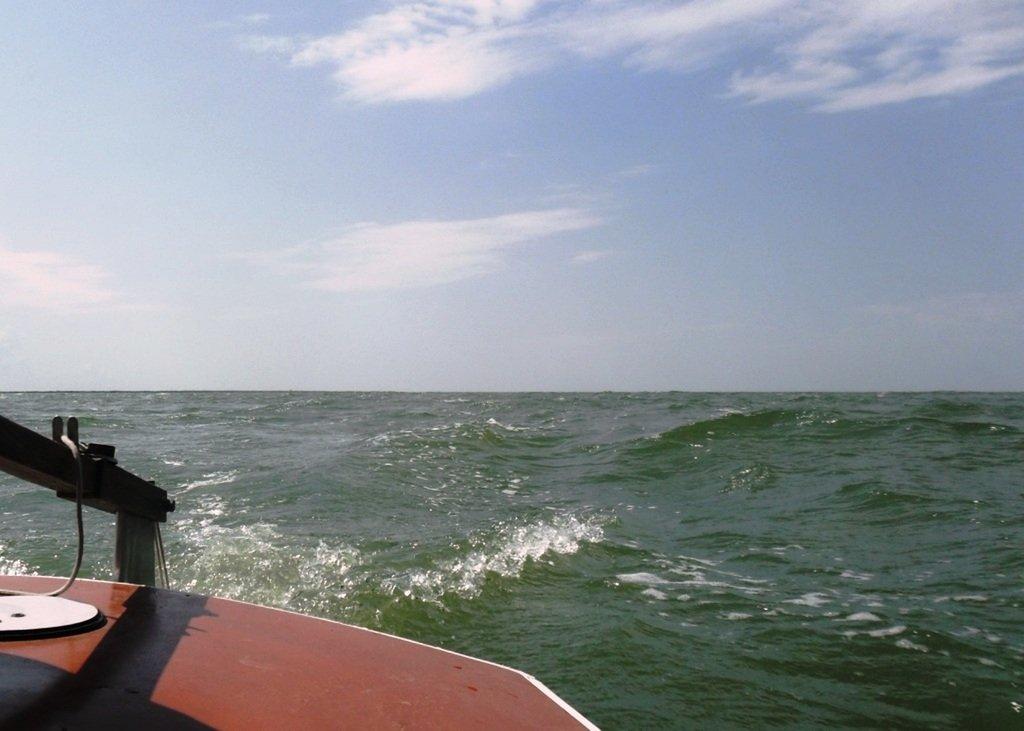 На яхте, в море, волна и ветер, с парусом... 020. 004