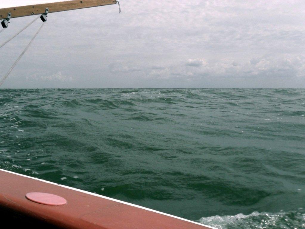 На яхте, в море, волна и ветер, с парусом... 020. 008