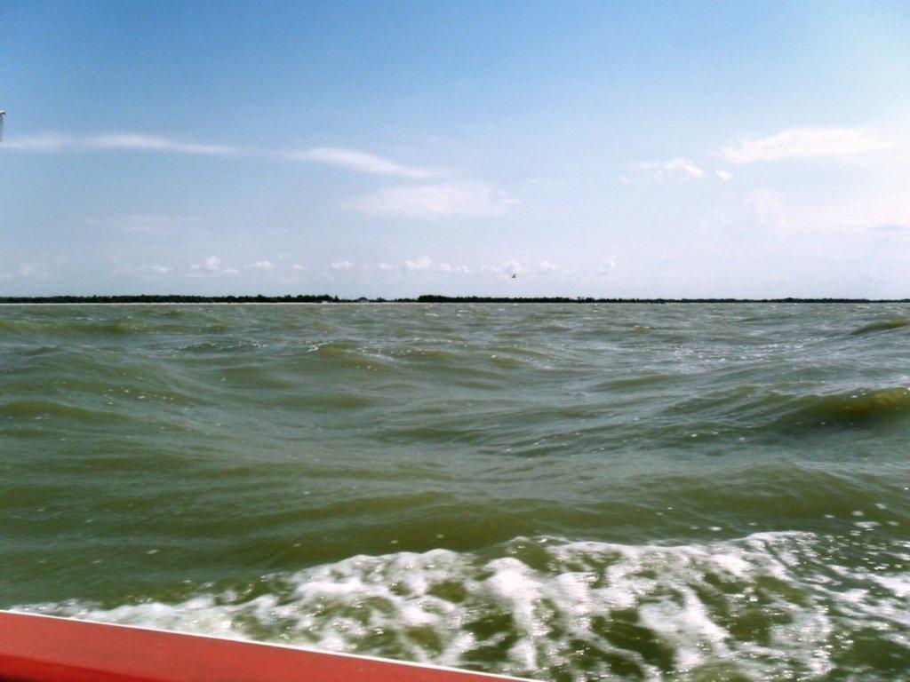 На яхте, в море, волна и ветер, с парусом... 020. 011