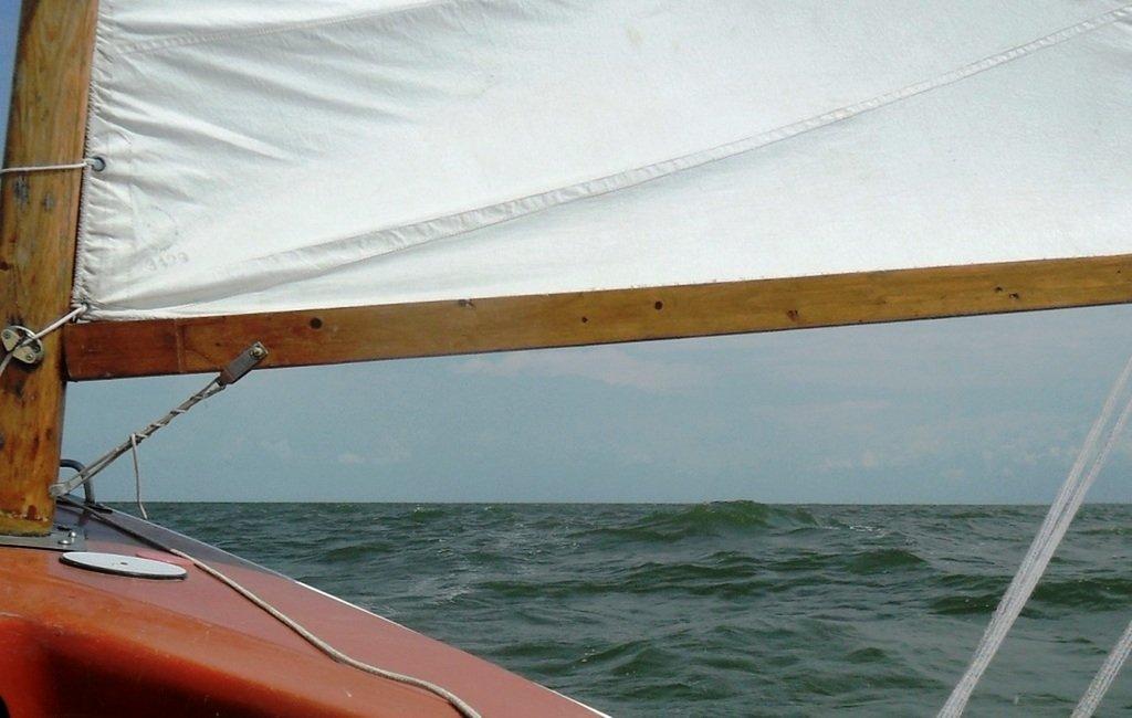 На яхте, в море, волна и ветер, с парусом... 020. 007