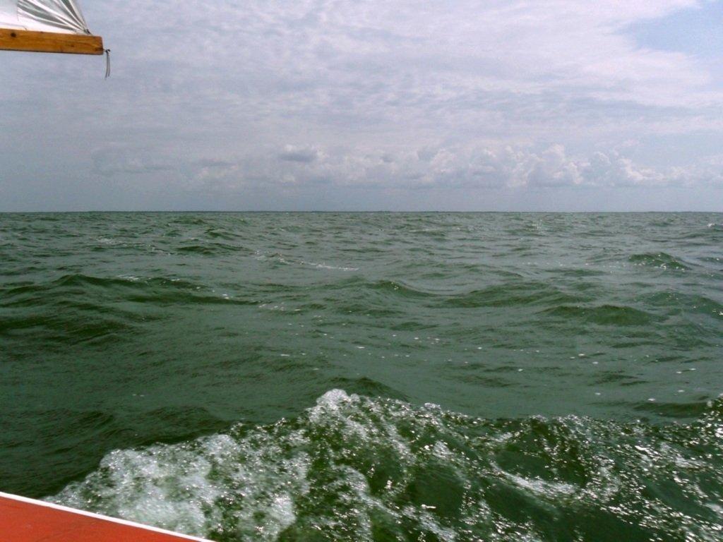 На яхте, в море, волна и ветер, с парусом... 020. 005