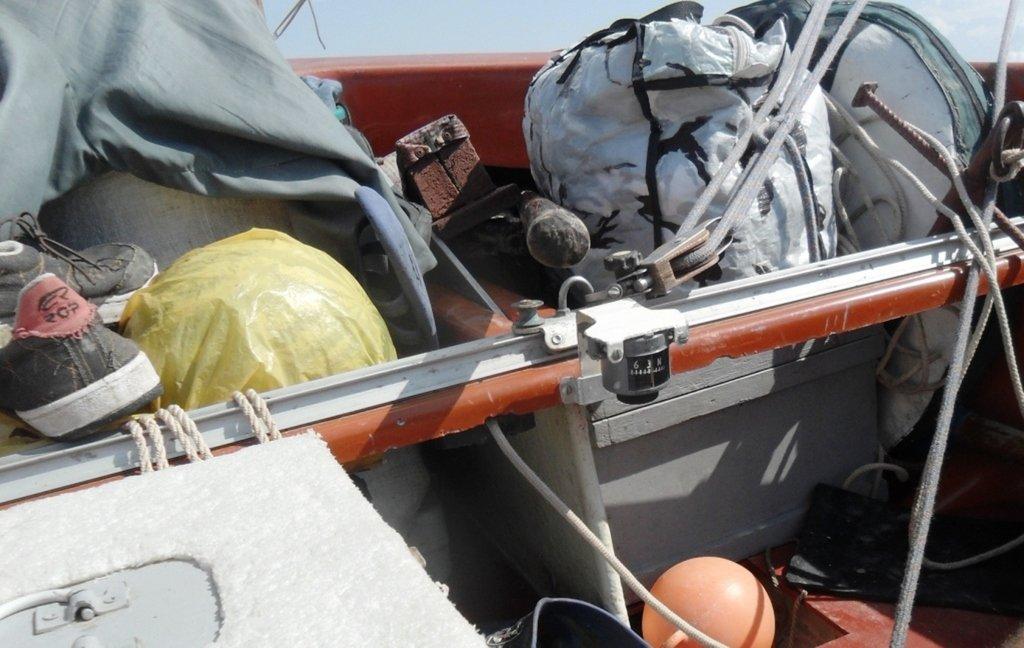 На яхте, в море, волна и ветер, на борту, хождение по компасу... 020. 003