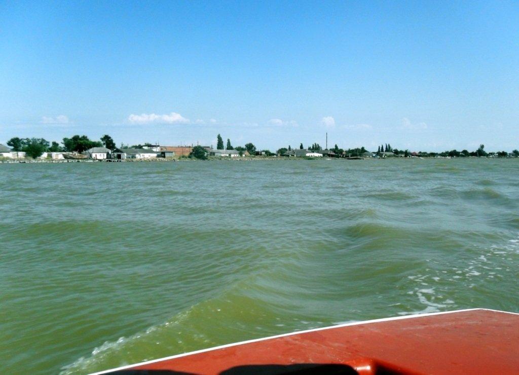 У Ясенской косы, в проливе Бейсугском, на Ясенской Переправе, с яхтой... 021. 008