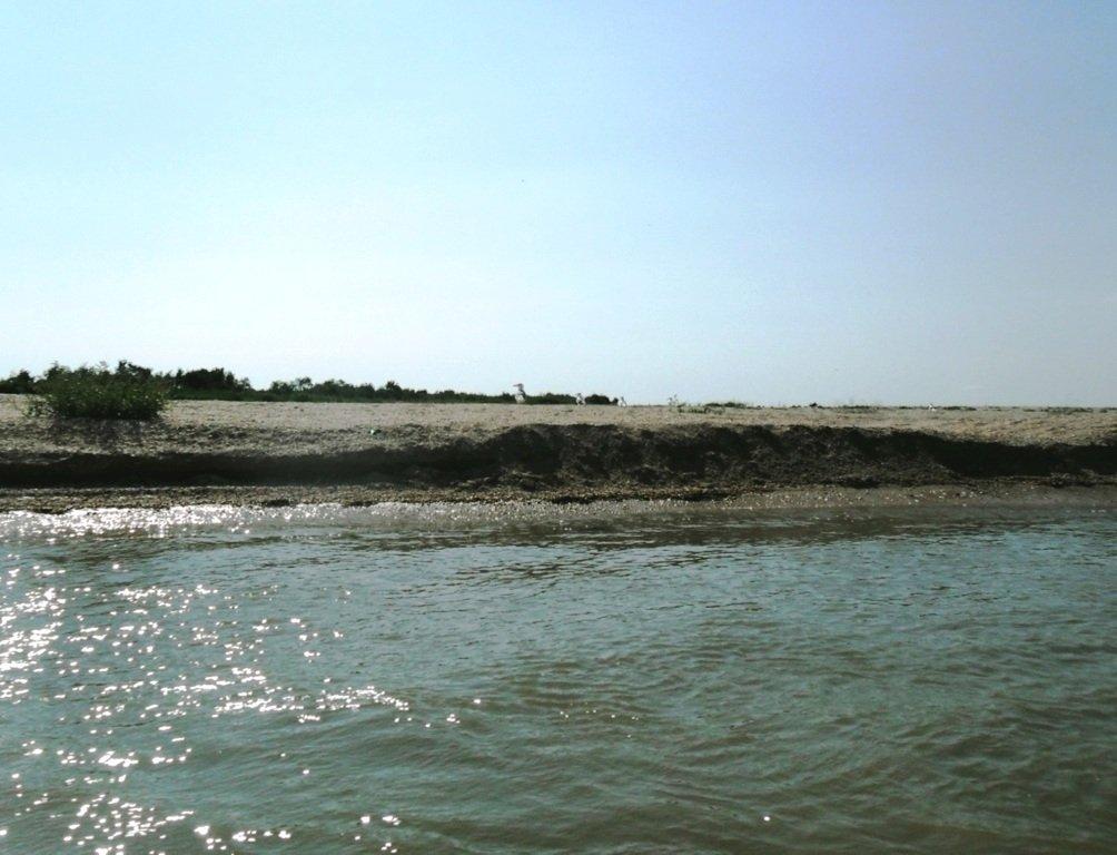 У Ясенской косы, в проливе Бейсугском, на Ясенской Переправе, с яхтой... 021. 011