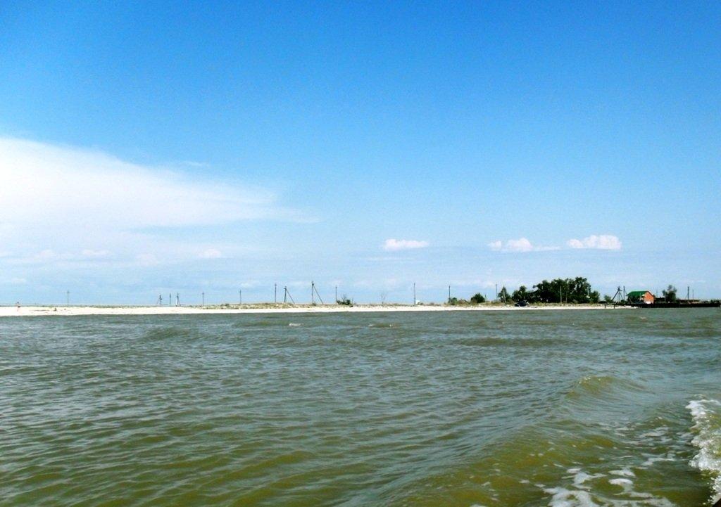 В проливе Бейсугском, высадка на берег, Ясенская коса, август ... 022. 002