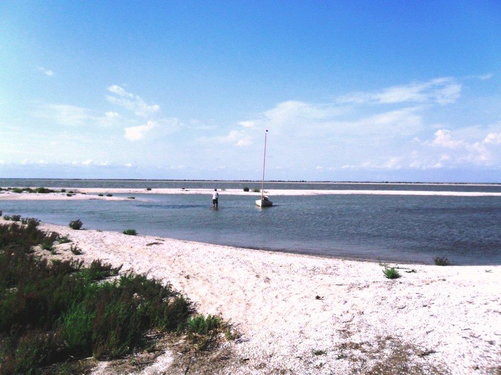 В проливе Бейсугском, высадка на берег, Ясенская коса, август ... 022. 006