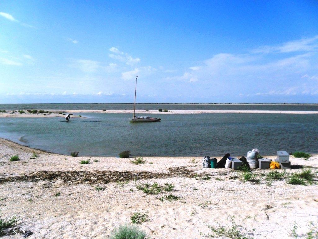 В проливе Бейсугском, высадка на берег, Ясенская коса, август ... 022. 005