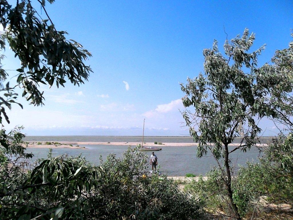 В проливе Бейсугском, высадка на берег, Ясенская коса, август ... 022. 011