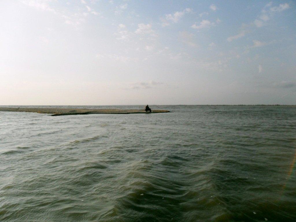 У моря, на Ясенской косе, в яхтенном походе, август... 023. 010