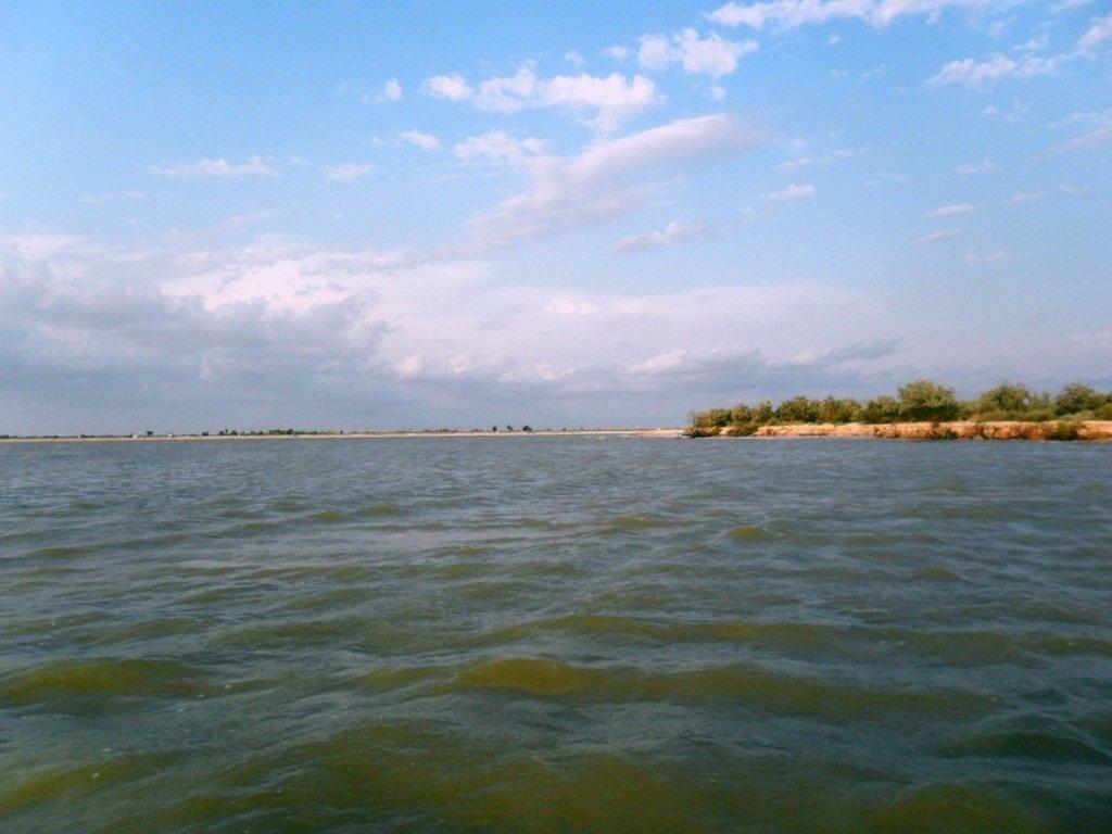 У моря, на Ясенской косе, в яхтенном походе, август... 023. 009