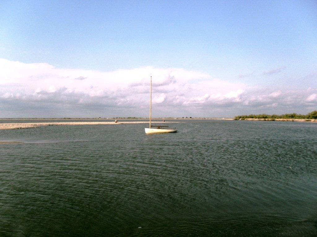 У моря, на Ясенской косе, в яхтенном походе, август... 023. 005