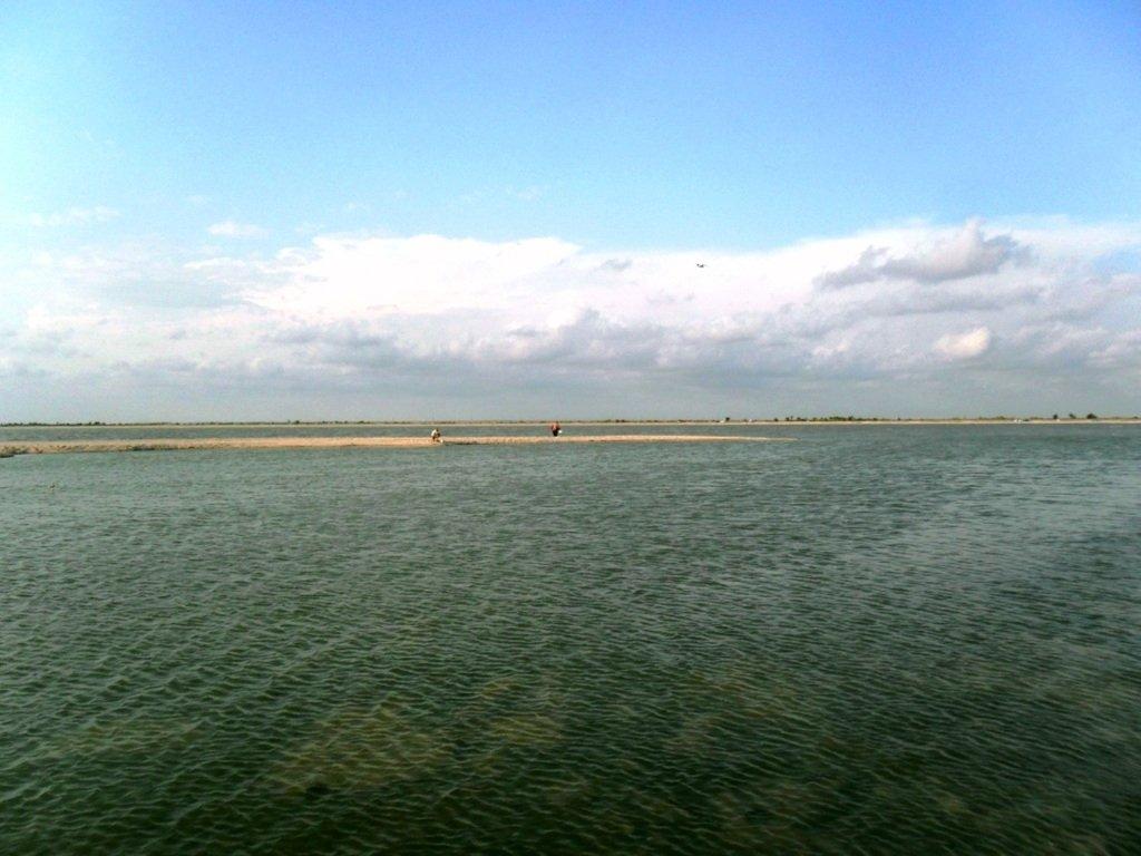 У моря, на Ясенской косе, в яхтенном походе, август... 023. 003