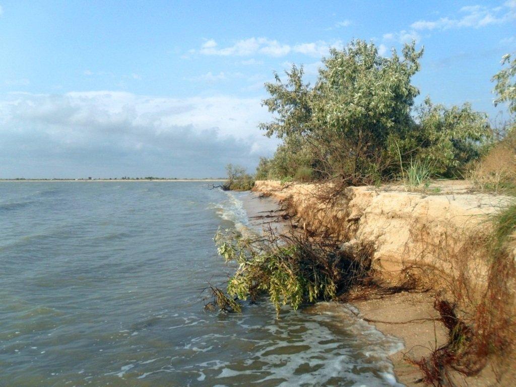 У моря, на Ясенской косе, в яхтенном походе, август... 023. 012