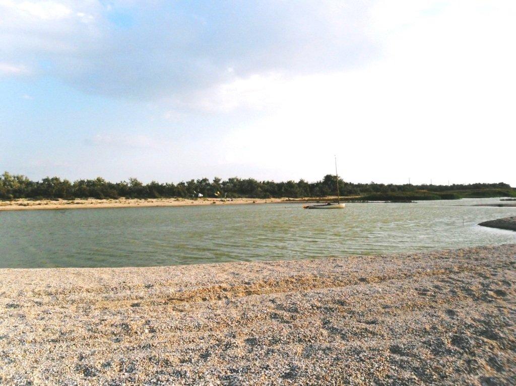 У моря, на Ясенской косе, в яхтенном походе, август... 023. 007
