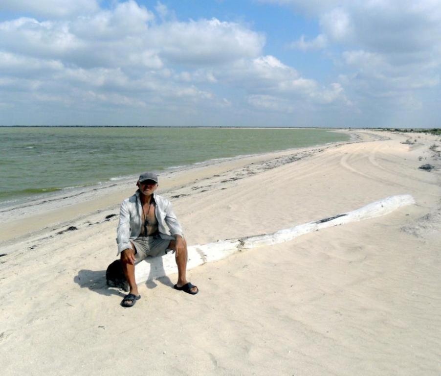 В ясный день, у моря Азовского, август, на Ясенской косе... 033. 003
