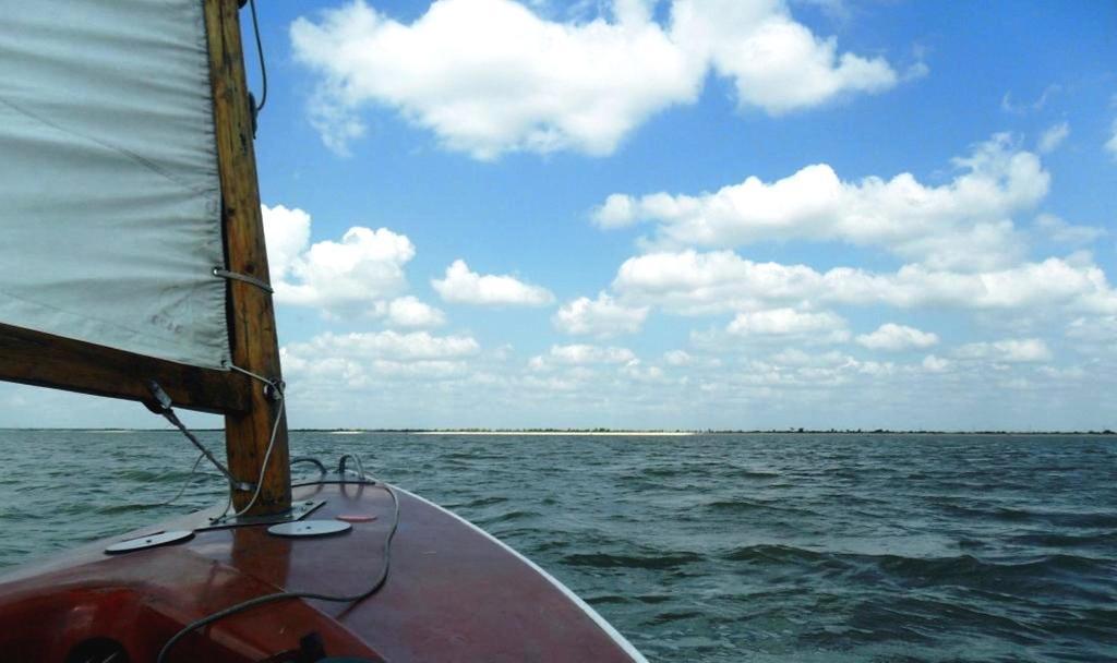 Выход в море, с парусом, в проливе, у Азовских берегов... 034. 003