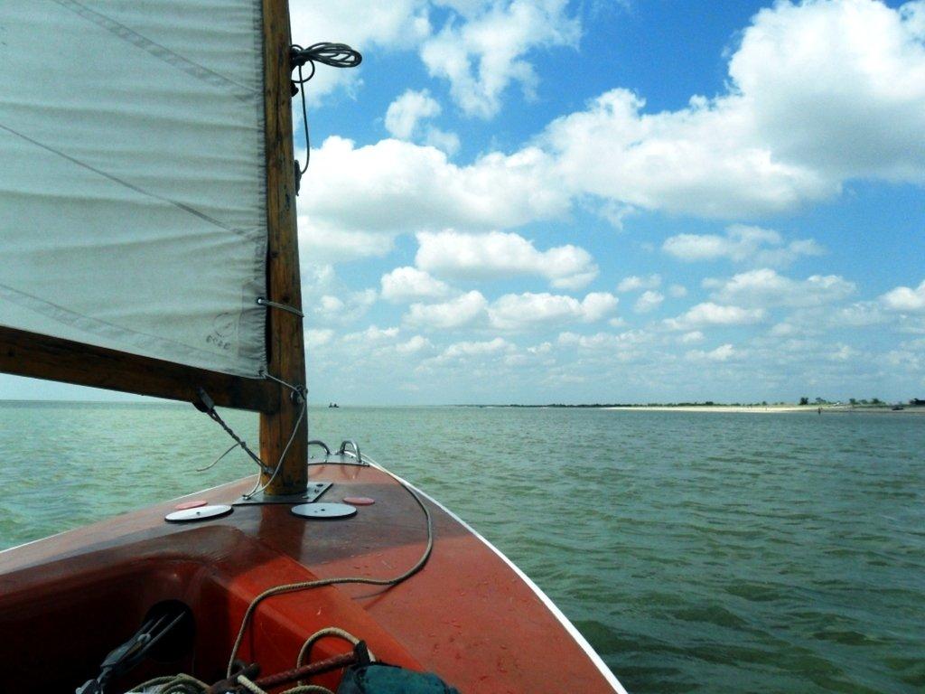 Выход в море, с парусом, в проливе, у Азовских берегов... 034. 007