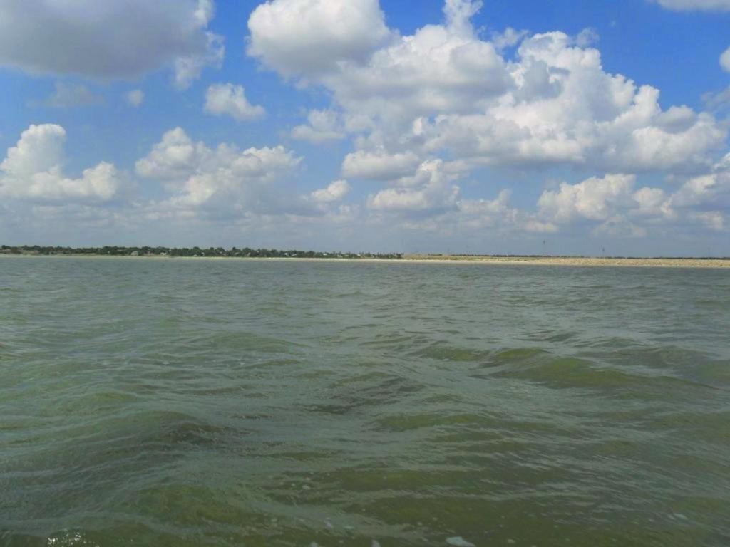 На морском просторе, солнечный день, у Азовских берегов, в августе... 035. 006