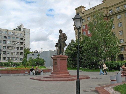 Памятник архитектору А.Д. Крячкову.