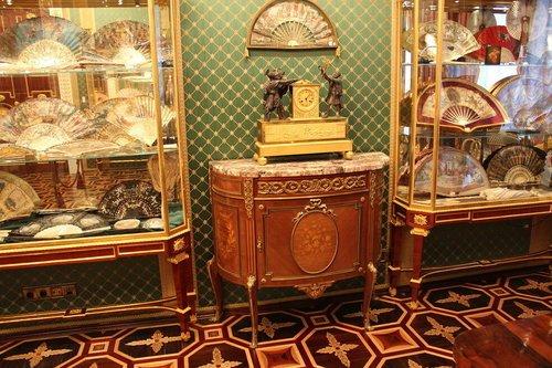Музей истории веера.Полисандровый зал