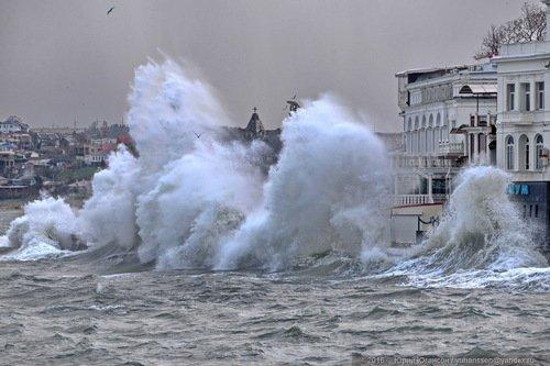 Начались шторма в Крыму.