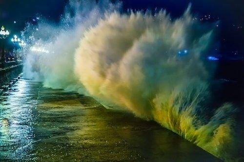 Ночной шторм в Ялте.