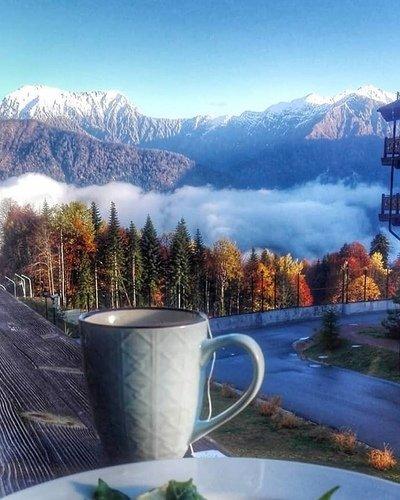 Граница осени и зимы в горах.