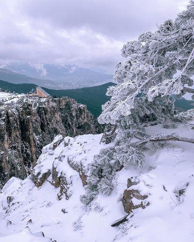 Снег в Крыму сейчас только в горах.