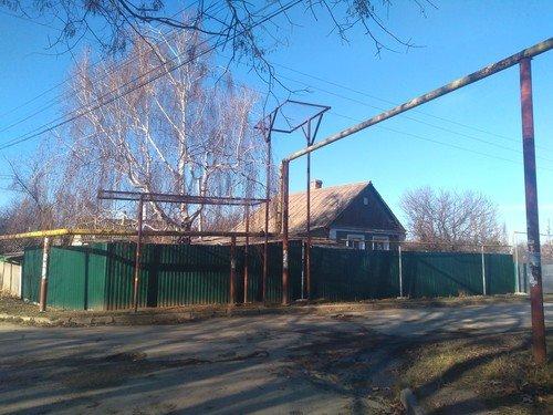 На улицах простого курортного крымского поселка.