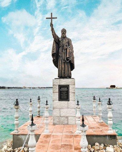 Памятник св.Клименту в Севастополе.
