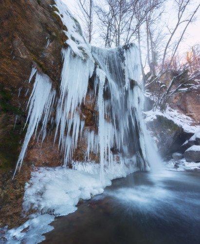 Замёрзший водопад в Крыму.