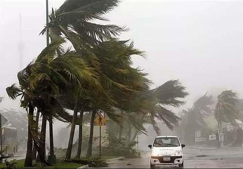 Ураган набирает силу