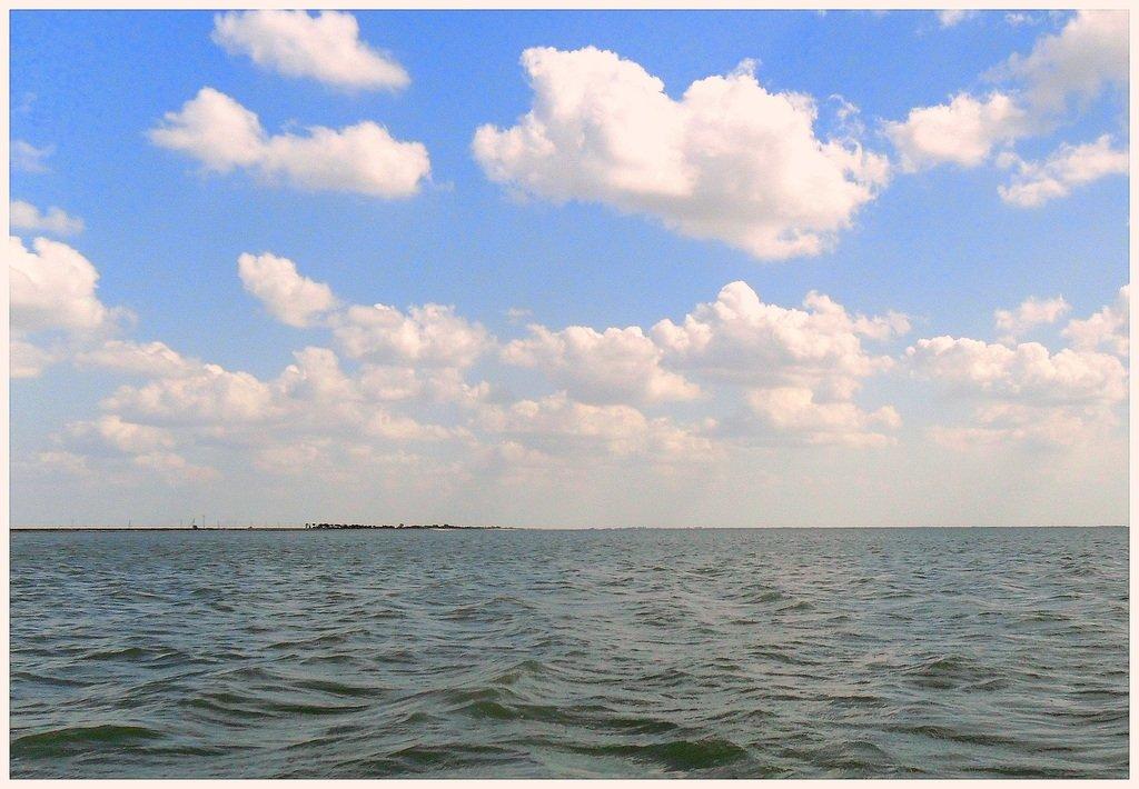 В море, на яхте, у Азовских берегов, август... 038. 001